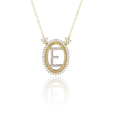 Colar semi joia oval, cravejado com zircônias e flores e letra ao centro, banhado em ouro 18k