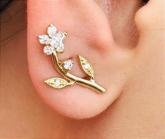 Brinco de Flor Zirconias Delicado Brancas Folheado a Ouro