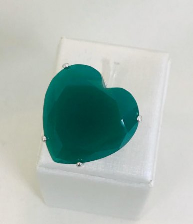 Anel de Coração Pedra Verde Esmeralda Folheado Ródio Branco