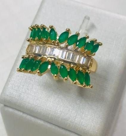 Anel De Pedras Navete Verde Esmeralda Banhado Em Ouro 18k