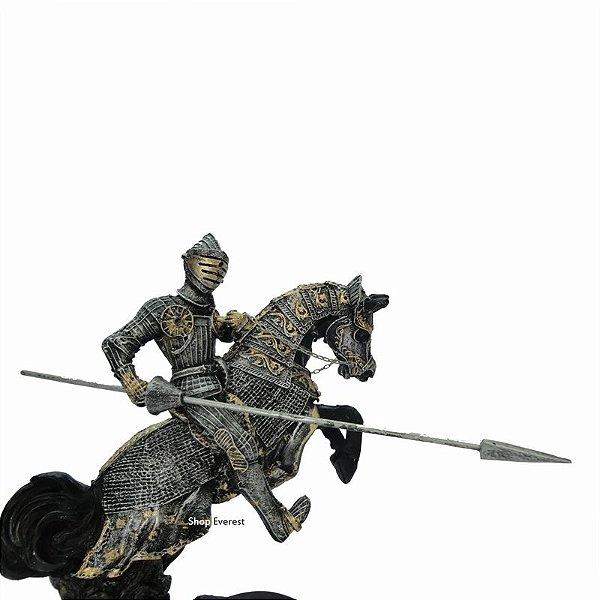 Estatueta Cavaleiro Guerreiro Medieval Com Lança.