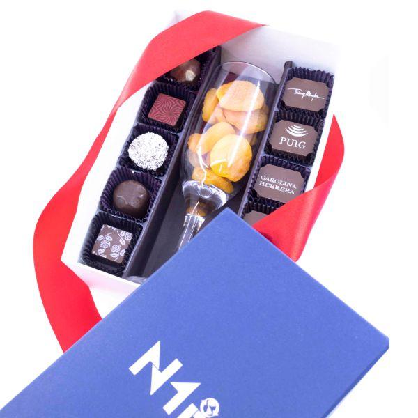 Kit - Taça com Damasco + 10 Bombons tradicionais e 10 bombons personalizados 01 cor