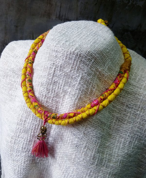 Colar Amarelo Chita
