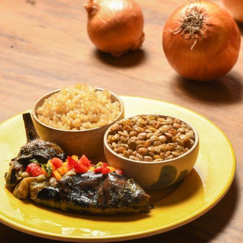 BÁSICO: lentilha, berinjela à moda árabe e arroz integral