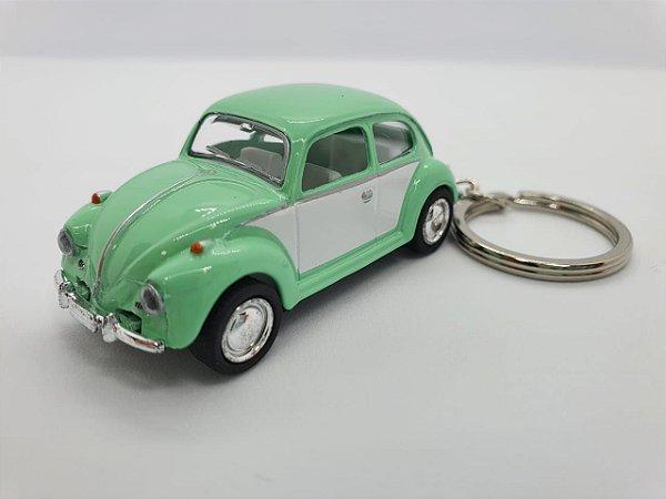 Chaveiro Fusca em Metal com Pneus de Borracha - 8cm - Verde e Branco