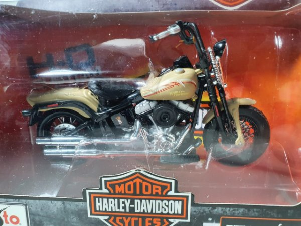Miniatura Moto Harley Davidson Flstsb Cross Bones 2008 Escala 1/18