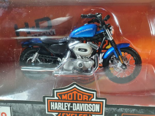 Miniatura Moto Harley Davidson XL 1200N Nightser 2007 Escala 1/18