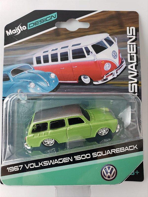 Miniatura Maisto Design - Volkswagen 1600 Squareback 1967 - Escala 1/64 Aprox 8cm