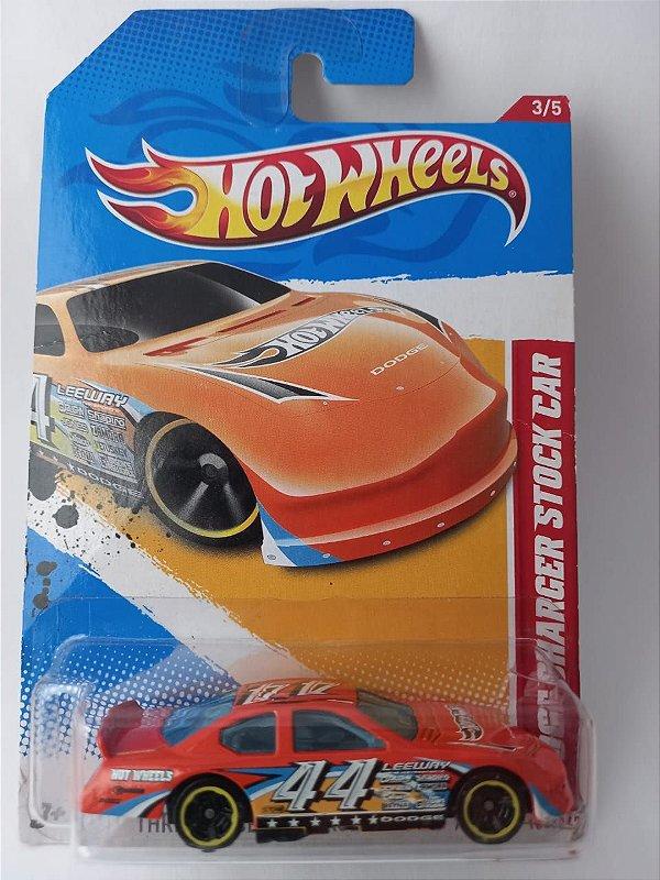 Miniatura Hot Wheels - Dodge Charger Stock Car - Race Course 12