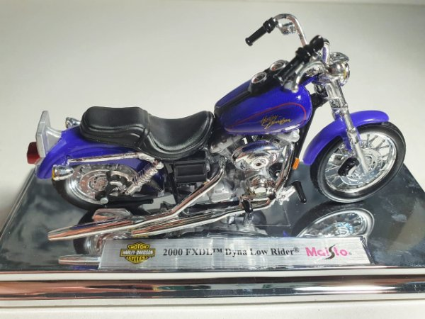Miniatura Moto Harley Davidson FXDL Dyna Low Rider 2000 - Escala 1/18