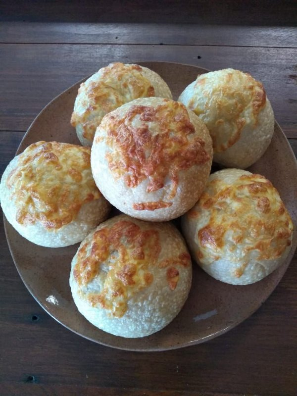 Pãozinho de Azeite recheado com queijo canastra