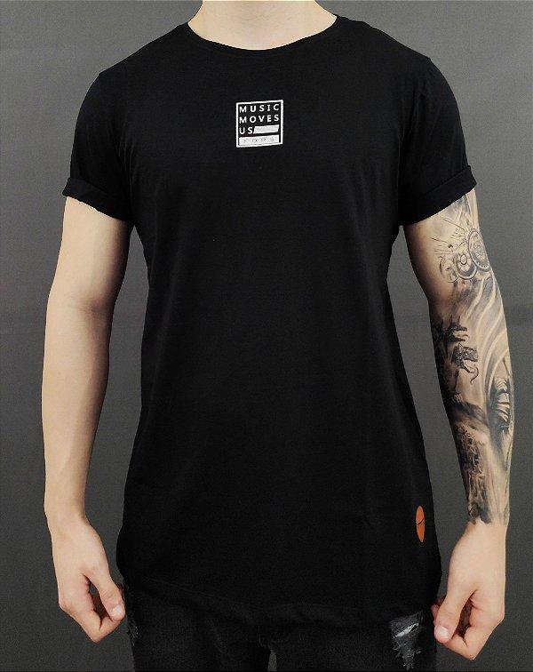 Camiseta Selo Music Moves Us