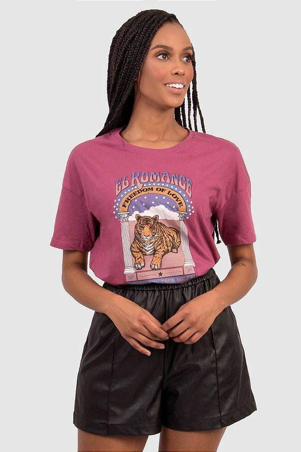 T-Shirt Feminina Bordo com estampa Localizada