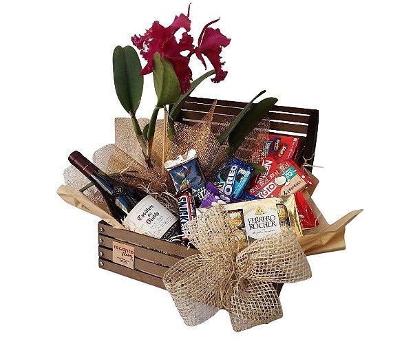 Cesta de Chocolates, Orquídea e Vinho Casillero