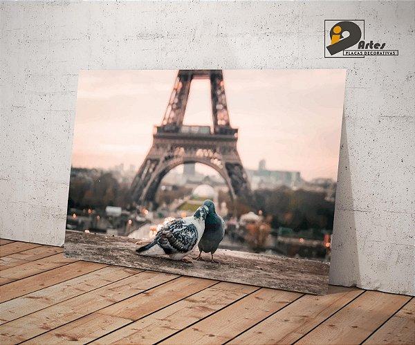 Placa Decorativa - Amor na Torre Eiffel  - 42X30cm