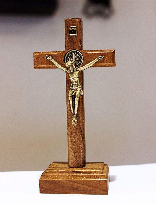 Crucifixo Madeira Mesa ou Parede  (10,5cm) Com São Bento - OV