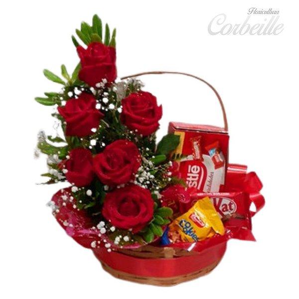 Cesta de Chocolates Variados com Arranjo de 6 Rosas