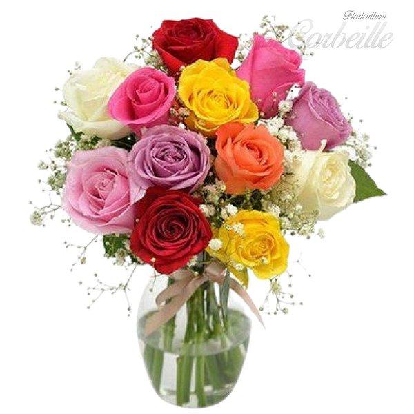 Rosas coloridas no vaso