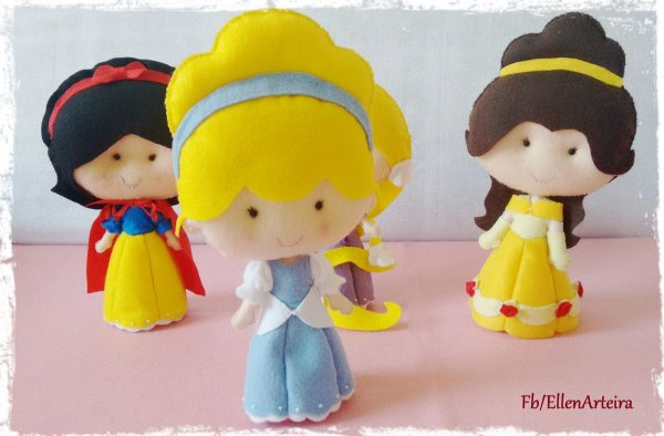 Boneca em Feltro Cinderela - 25 cm