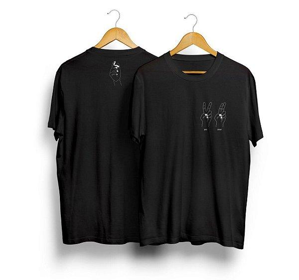 Camiseta Paz e Amor...