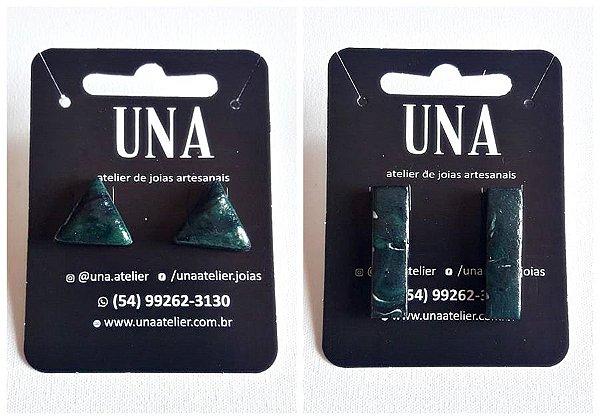 Brinco estilo contemporâneo preto com verde escuro