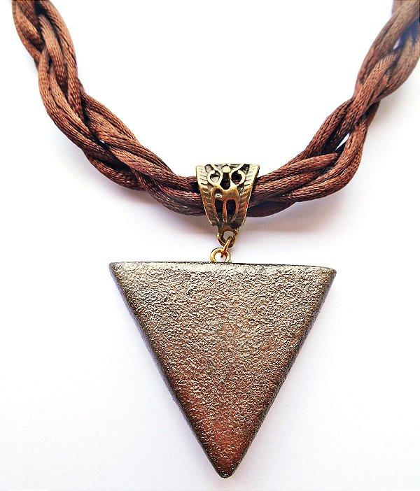 Gargantilha triangular místico