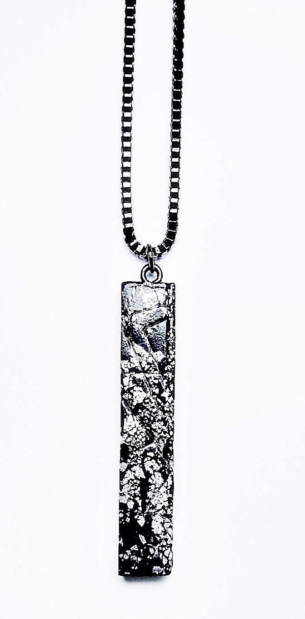 Pingente elegante com folhas de prata