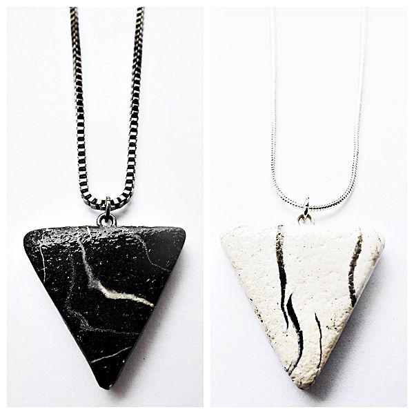 Pingente triângulo marmorizado