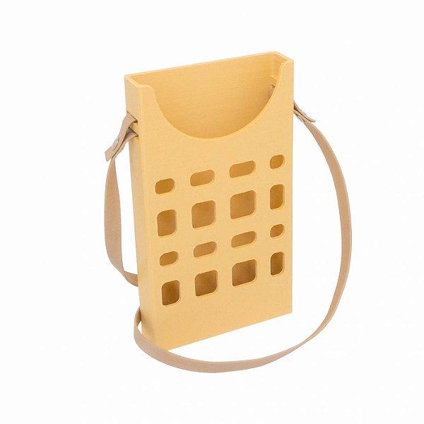 Porta Celular Básico Bege Vazado Decote Frontal