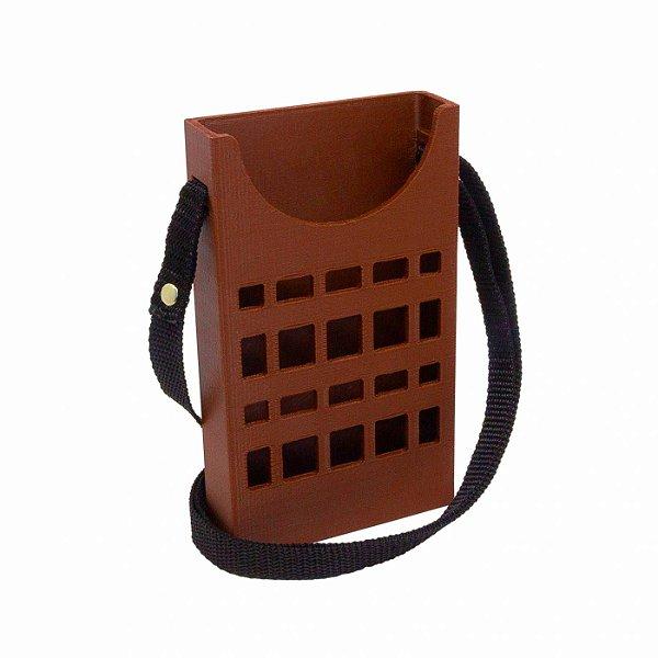 Porta Celular Básico Vazado Marrom Vazado Decote Frontal