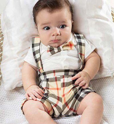 Jardineira bebê xadrez com body e gravata borboleta