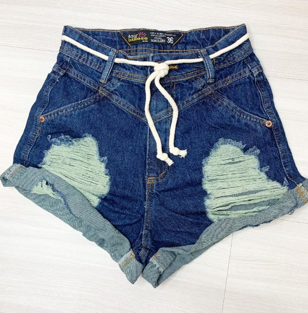 Short Jeans Escuro Destroyed