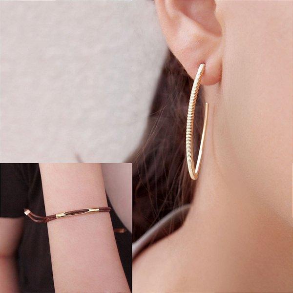 Composição 2 produtos (Brinco Argola e pulseira marrom regulável) folheada a ouro 18K