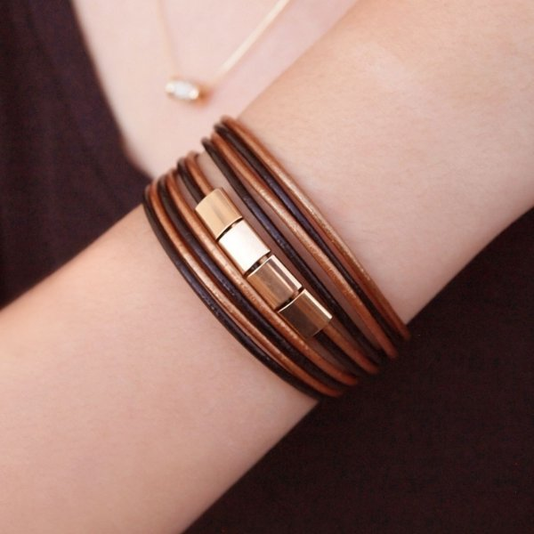 Pulseira bracelete de couro feminina couro black e bronze detalhes geométricos folheada a ouro 18K hipoalergênico