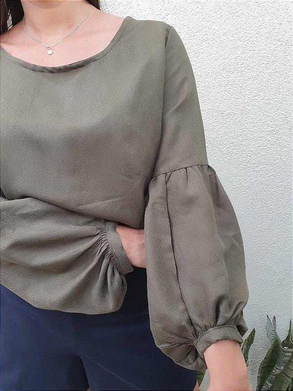 Blusa com amarração e manga bufante