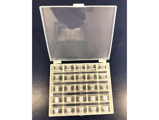Caixa para bobinas com 25 bobinas inclusas para Máquinas Domésticas de Bordado e Costura Brother-Janome
