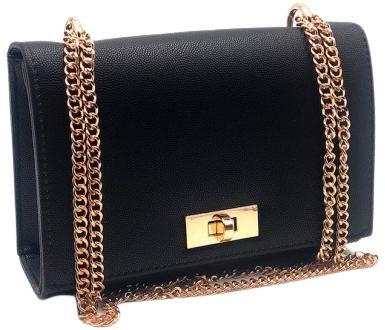 Bolsa Preta com Alça de Corrente Dourada