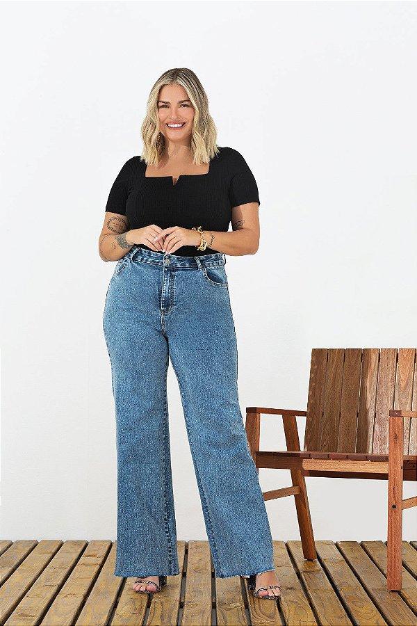 Calça Jeans Wide Leg Com Barra Desfiada E Bolsos Frontais E Traseiros - 200840