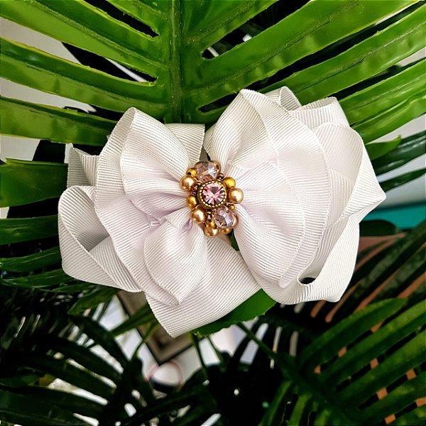 Laço Flor Franzido Branco Pedrarias Dourado e Lilás - L9