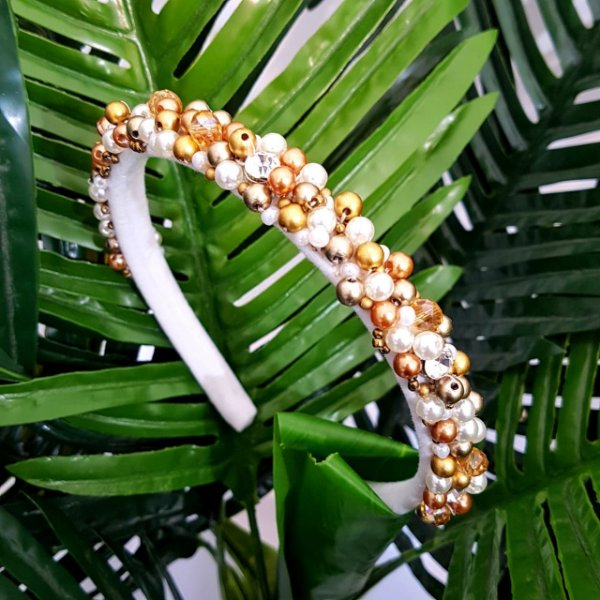 Tiara de Luxo Bordada Branca,Strass e Pedras Douradas - TI12