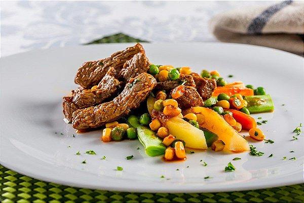 LOW14 -  Isca de carne com legumes