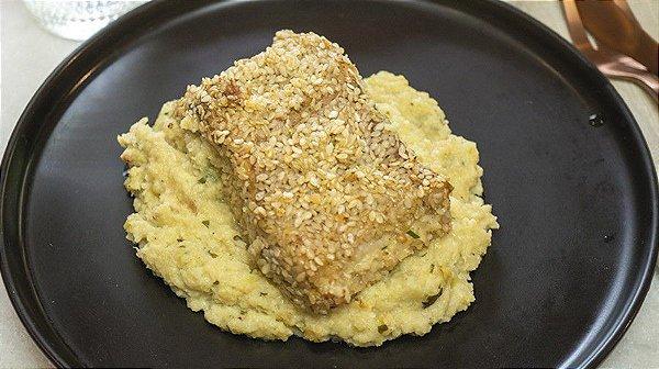 Peixe na Crosta de Gergelim Purê de Couve-flor