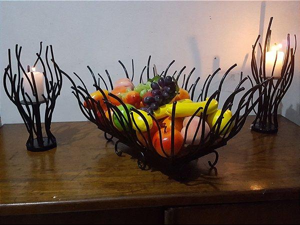 CONJUNTO: Fruteira de Mesa em Ferro 50 X 20 + 02 Castiçais com Velas