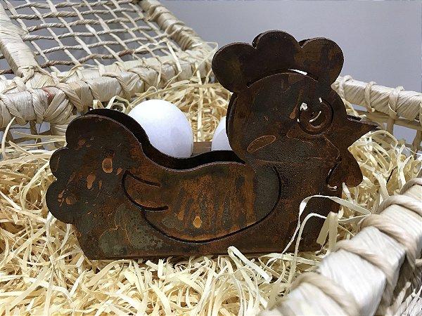 Galinha porta ovos poche em chapa de aço oxidada