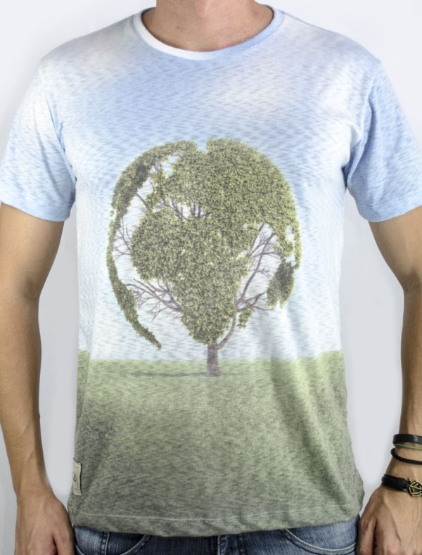 Camiseta Terra e árvore