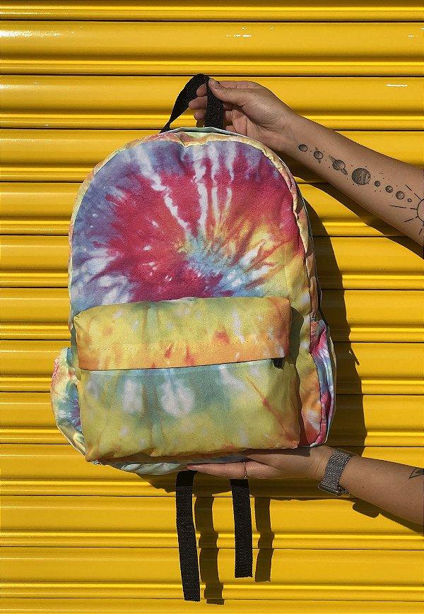 Mochila Escolar Nylon Estampa Divertida Tie Dye Multicolorida F001EST