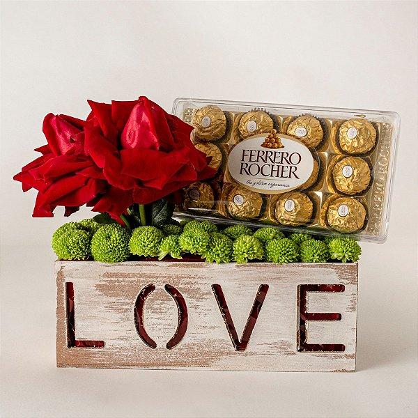 Cachepô Love com Rosas Vermelhas e Chocolate Ferrero Rocher