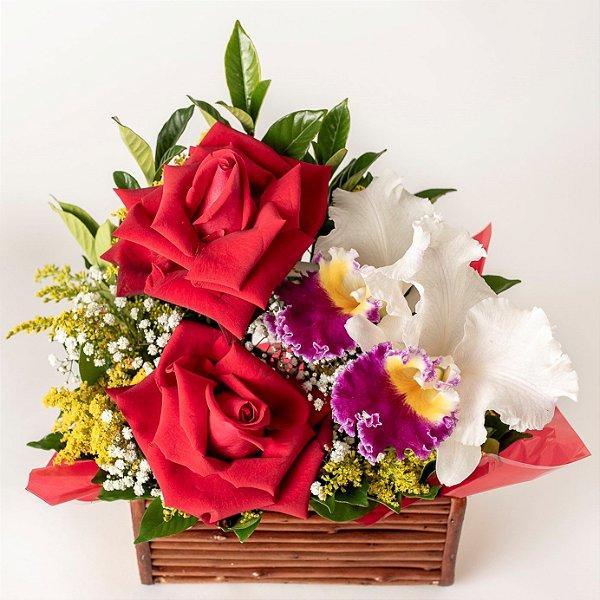 Arranjo de Rosas Vermelhas, Orquídea e Tango com Cahepô de Bambu