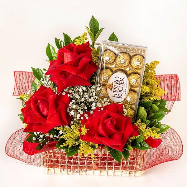 Cesta com Rosas, Tangos, Gipsofila e Gardenea com Chocolates