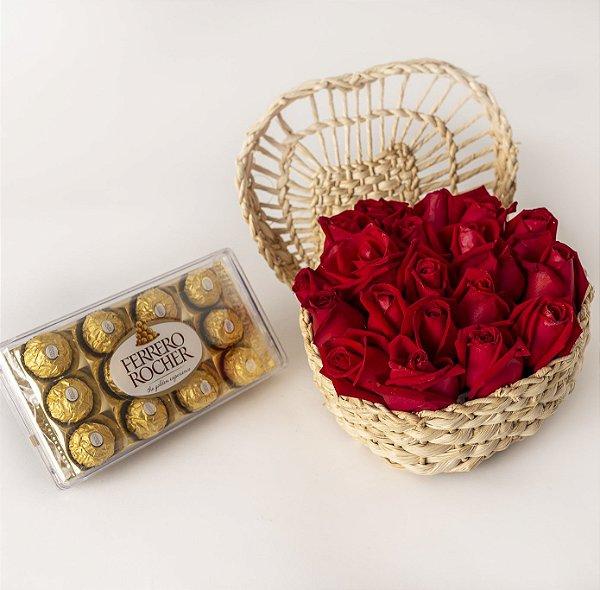 Arranjo de Rosas com Cesta em Coração e Chocolate Ferrero Rocher